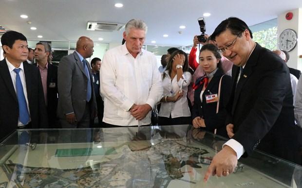 古巴国务委员会主席兼部长会议主席迪亚斯-卡内尔参观了解胡志明市高科技园区模式 hinh anh 1