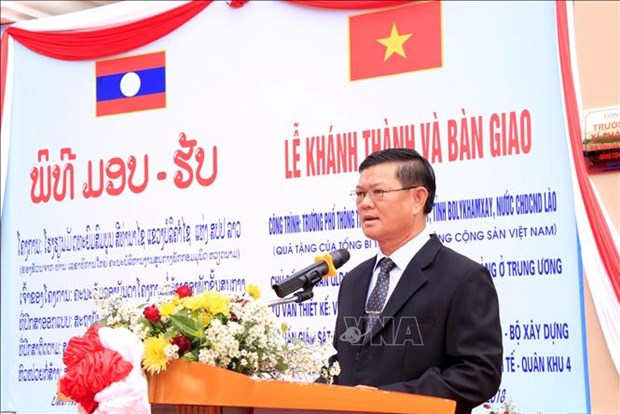 越共中央总书记阮富仲援建老挝波里坎赛省的一所学校落成移交 hinh anh 2