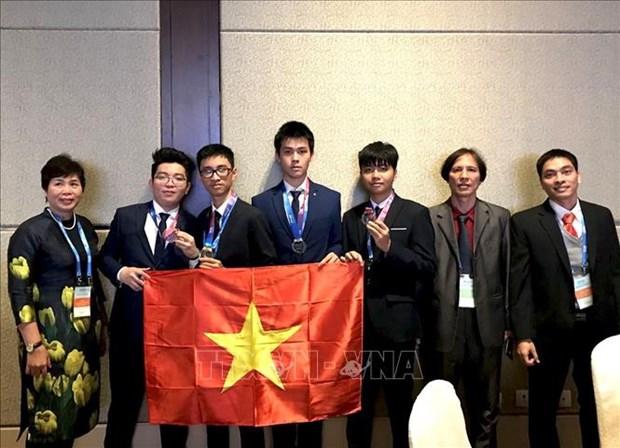 越南学生获得国际天文与天体物理奥林匹克竞赛金牌 hinh anh 1