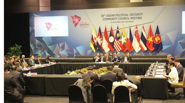 越南政府副总理兼外长范平明出席APSC及ACC会议 hinh anh 1