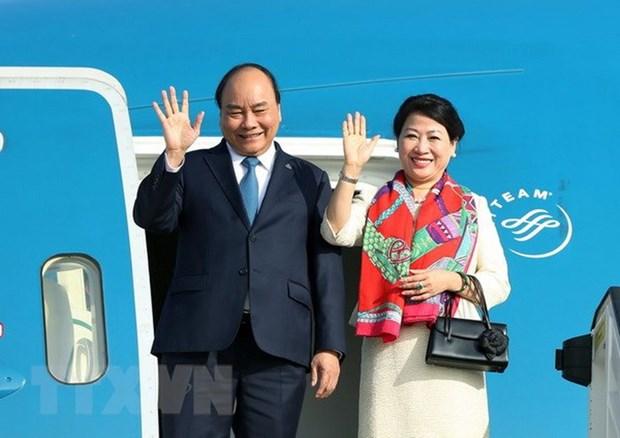 阮春福启程前往新加坡出席第33届东盟峰会 hinh anh 1