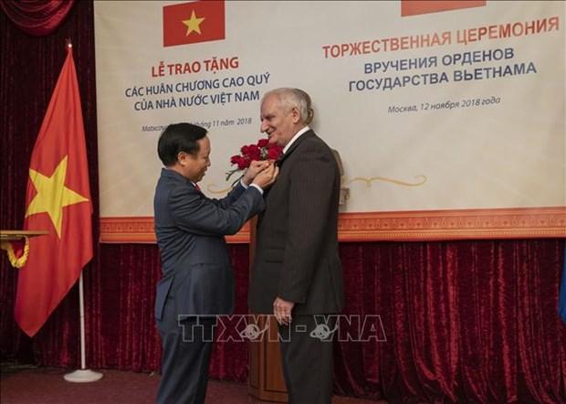 越南向俄罗斯联邦保卫局干部颁发友谊勋章 hinh anh 1