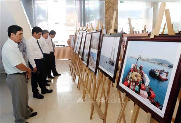 """""""祖国海洋岛屿""""图片展在岘港开展 hinh anh 2"""