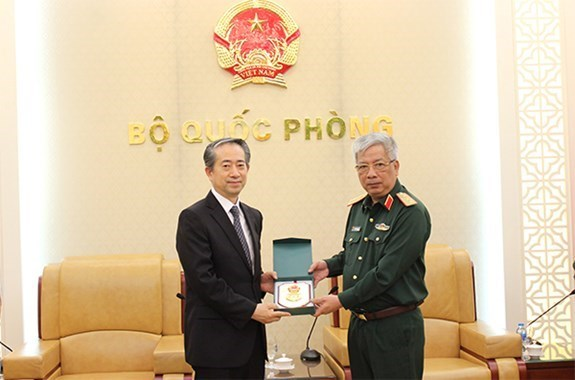 越南国防部副部长会见中国驻越南特命全权大使 hinh anh 1