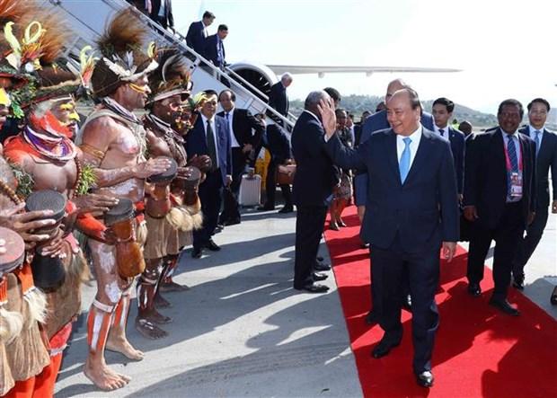 越南政府总理阮春福抵达巴布亚新几内亚 开始出席APEC 26 hinh anh 1