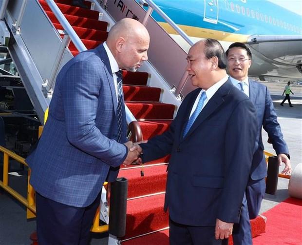 越南政府总理阮春福抵达巴布亚新几内亚 开始出席APEC 26 hinh anh 2