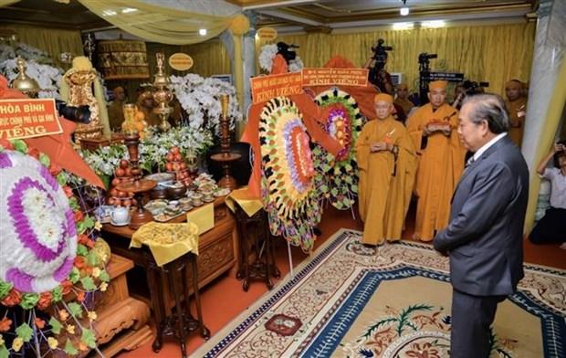 越南佛教协会证明理事会副法主释显法长老吊唁仪式在胡志明市隆重举行 hinh anh 1