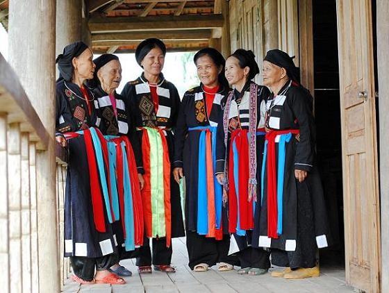 北江省高兰族妇女的传统服装 hinh anh 1
