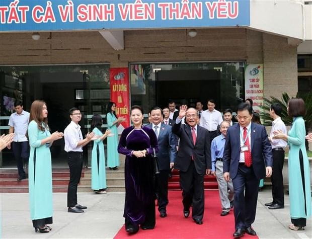 越南国会主席出席财政学院教师节庆祝活动 hinh anh 1