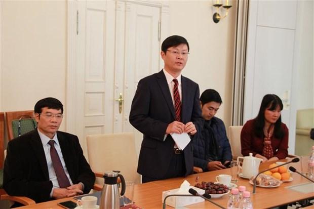 旅居柬埔寨和德国越南人举行活动庆祝越南教师节 hinh anh 2