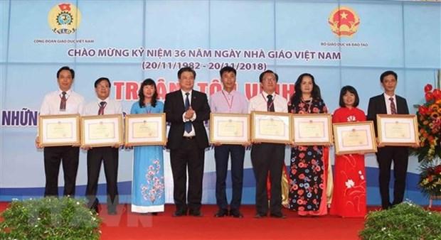越南教师节:全国183名模范教师荣获表彰 hinh anh 1
