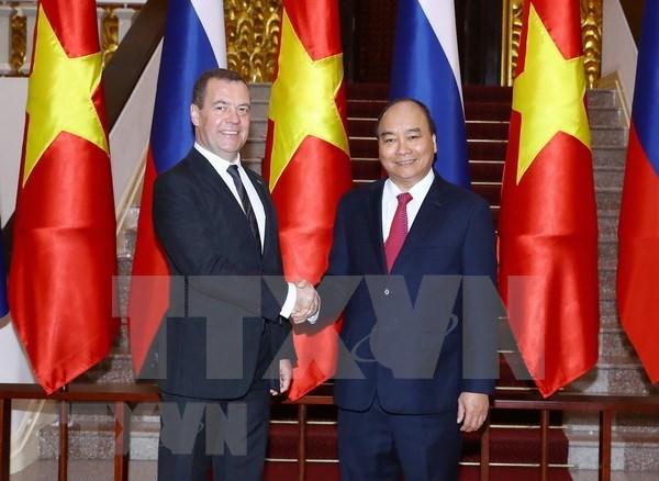 阮春福总理同俄罗斯总理梅德韦杰夫举行会谈 hinh anh 1