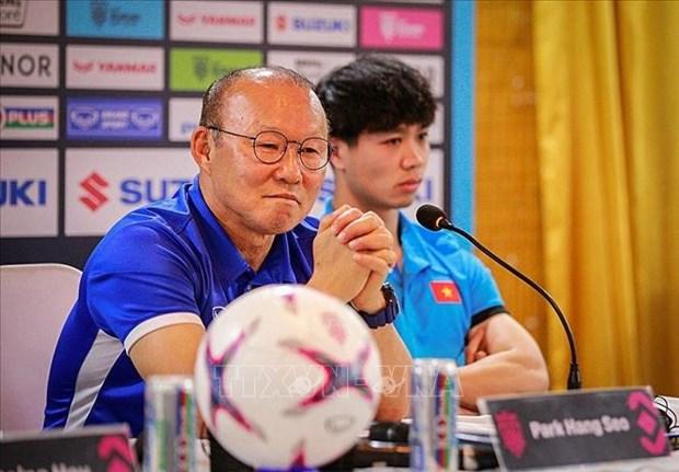 2018年铃木杯东南亚足球锦标赛:越南驻缅甸大使给越南球队打气助威 hinh anh 2