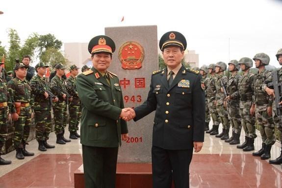 越中边境国防友好交流活动:促进越中防务关系发展 hinh anh 1