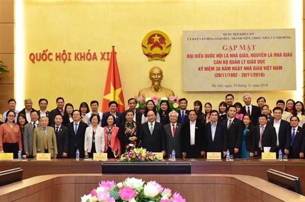 阮春福总理会见优秀教育管理工作者和教师代表 hinh anh 2