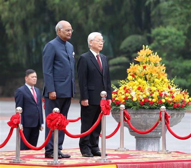 越共中央总书记、国家主席阮富仲为印度总统举行隆重的欢迎仪式 hinh anh 2