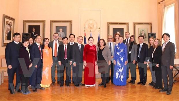 首都河内与希腊首都雅典促进文化、旅游和贸易的合作 hinh anh 2