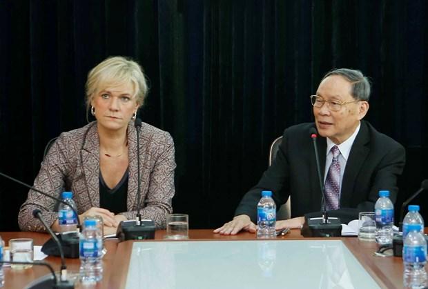 德国左派党代表团对越南橙剂受害者表示同情 hinh anh 1