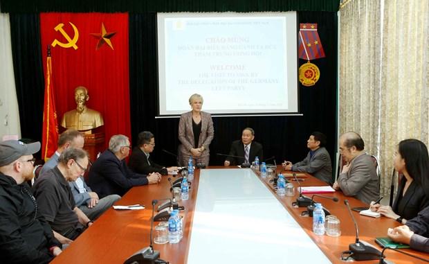 德国左派党代表团对越南橙剂受害者表示同情 hinh anh 2