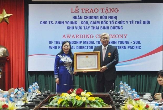 世界卫生组织西太平洋地区主任荣获越南友谊勋章 hinh anh 1