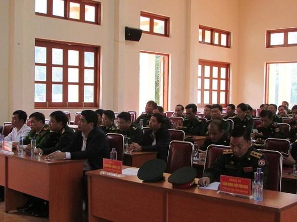 广南省为老挝色贡省军事指挥部边防部队进行业务培训 hinh anh 1