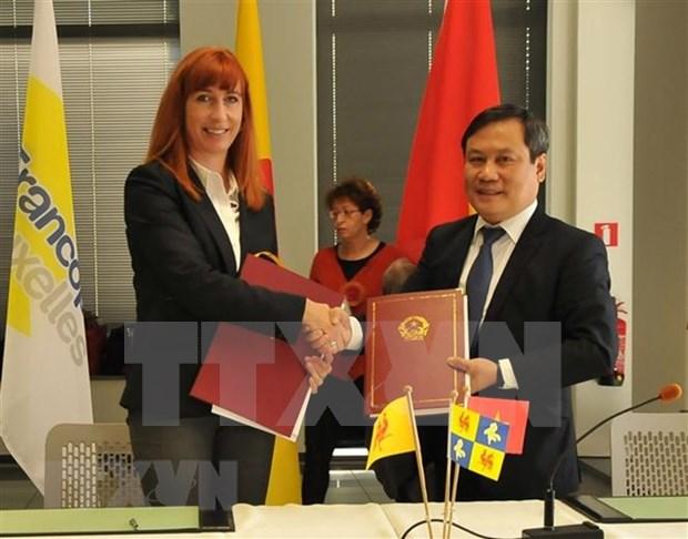 越南与比利时瓦隆-布鲁塞尔签署25个合作项目 hinh anh 1