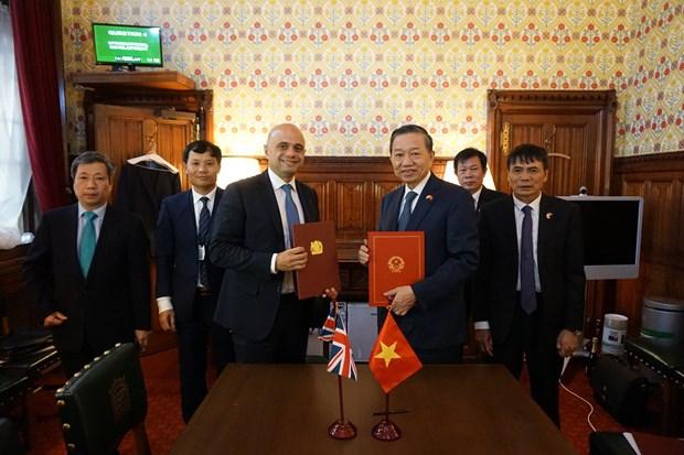 越英两国签署预防打击拐卖人口犯罪合作备忘录 hinh anh 1