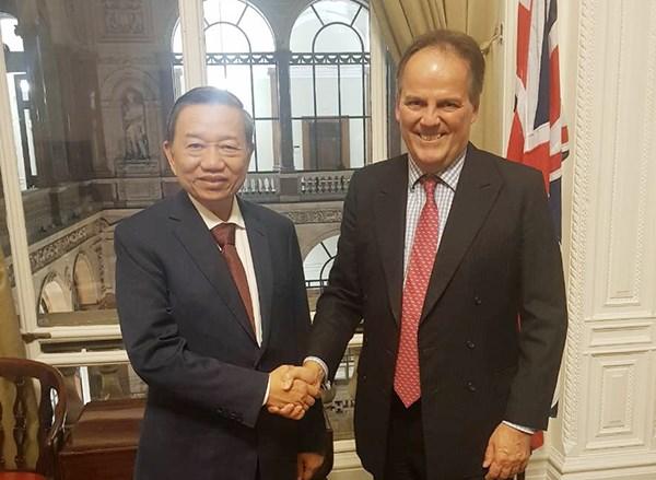 越南公安部长苏林访问英国 hinh anh 2