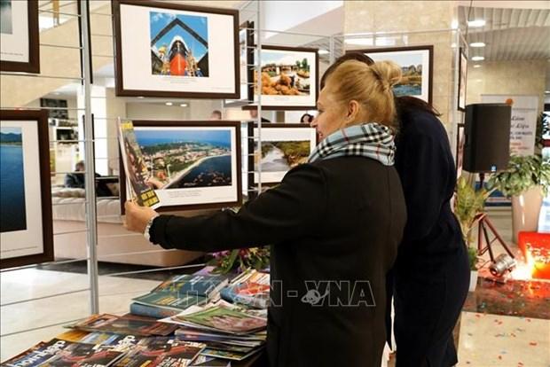 """""""从海洋岛屿角度来看越南风土人情""""图片展在莫斯科举行 hinh anh 3"""