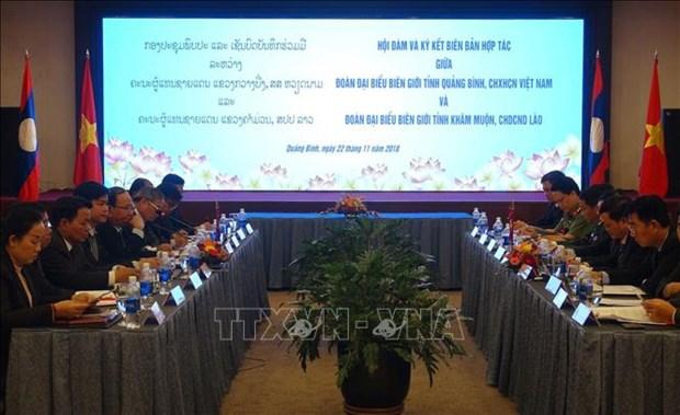 广平省与老挝甘蒙省加强合作 确保边境地区安全秩序 hinh anh 1