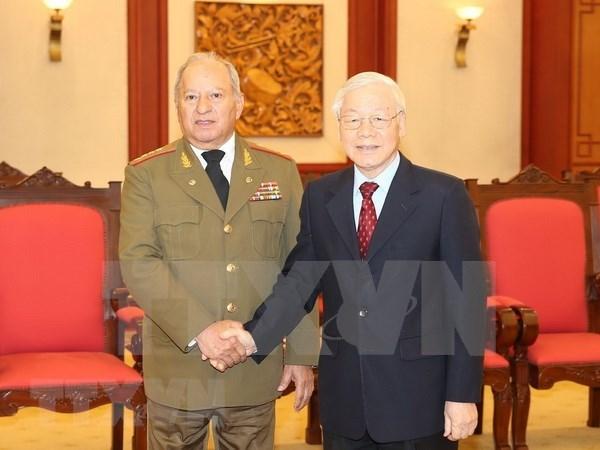越共中央总书记、国家主席阮富仲会见古巴革命武装力量部部长 hinh anh 1