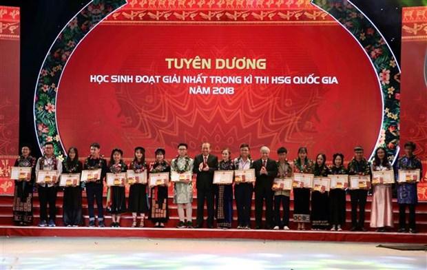 166名优秀少数民族学生和大学生获表彰 hinh anh 2