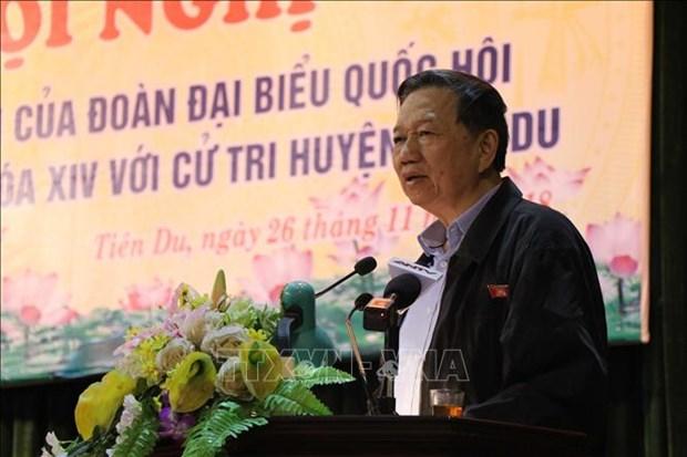 越南外交部部长和公安部部长接待选民 hinh anh 2