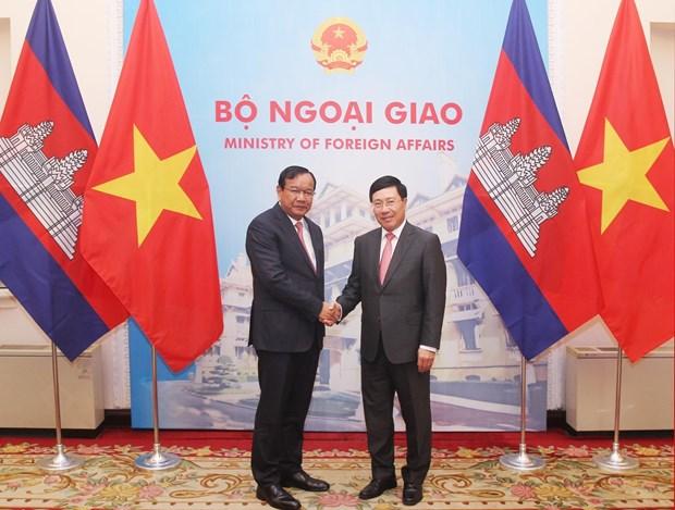 范平明与柬埔寨外交与国际合作部大臣布拉索昆举行会谈 hinh anh 1