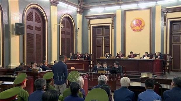 DAB损失3.6万亿越盾一案:陈方平和潘文英武出庭受审 hinh anh 1