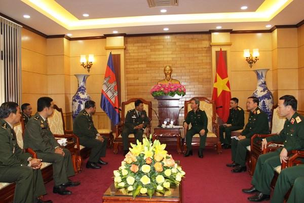 越南与柬埔寨军队执法部门进行业务经验交流 hinh anh 1