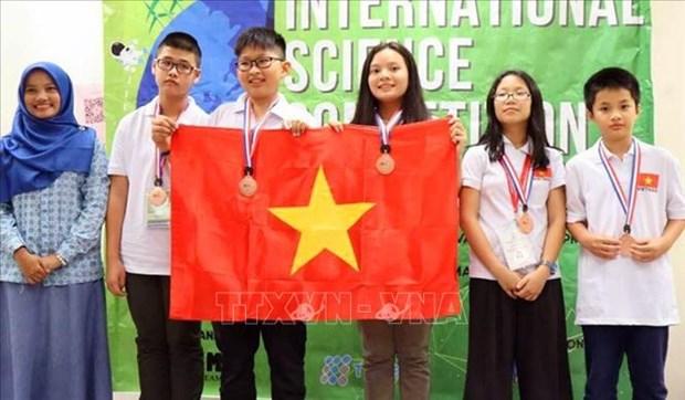 越南学生获得国际科学竞赛4枚金牌 hinh anh 1
