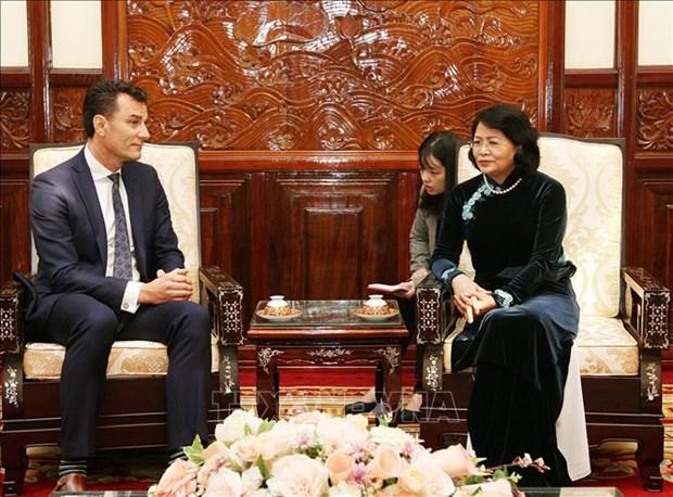 越南国家副主席邓氏玉盛会见宏利金融集团总裁 hinh anh 1