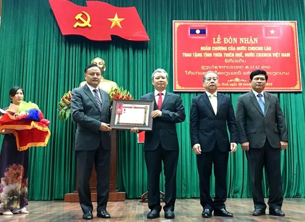 承天顺化省荣获老挝国家主席的一等劳动勋章 hinh anh 1