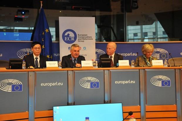 """克服""""橙剂""""后果座谈会在欧洲议会举行 hinh anh 1"""