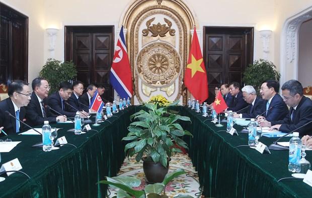 政府副总理兼外长范平明与朝鲜外交部长李勇浩举行会谈 hinh anh 2