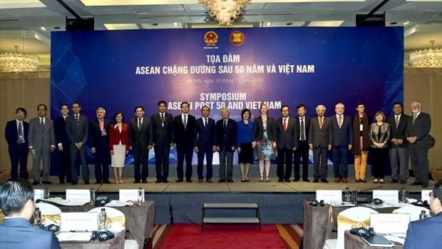 """越南外交部举行""""东盟50年历程与越南""""座谈会 hinh anh 2"""