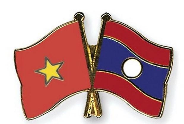 越南领导人致电祝贺老挝人民民主共和国国庆43周年 hinh anh 1