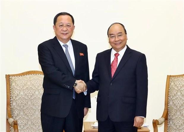 越南政府总理阮春福会见朝鲜外交部长李勇浩 hinh anh 1