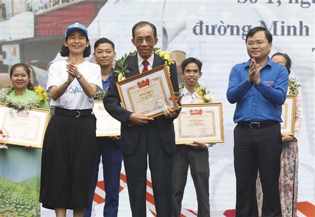 2018年国家志愿奖颁奖仪式在河内举行 18个集体和个人获奖 hinh anh 1