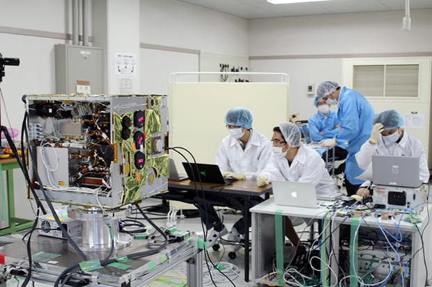 """越南自主研制的 """"微龙""""号卫星于明年1月在日本发射 hinh anh 1"""