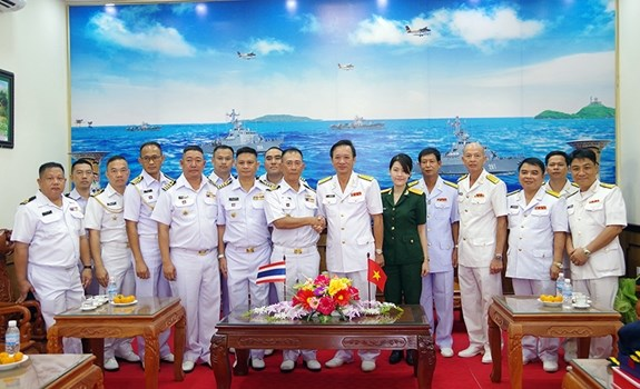 泰国皇家海军代表团访问越南海军第五军区司令部 hinh anh 1