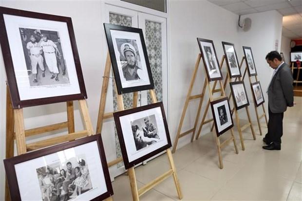 有关切·格瓦拉与菲德尔·卡斯特罗的图片展在河内举行 hinh anh 1