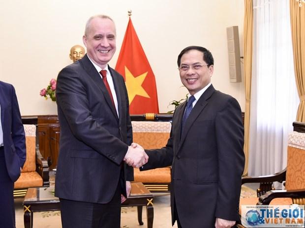 越南外交部副部长裴青山会见白俄罗斯外交部副部长安德烈·达普肯纳斯 hinh anh 1