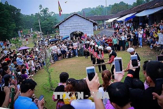 """越南54个民族""""公共屋""""吸引参观人数50万人次 hinh anh 1"""